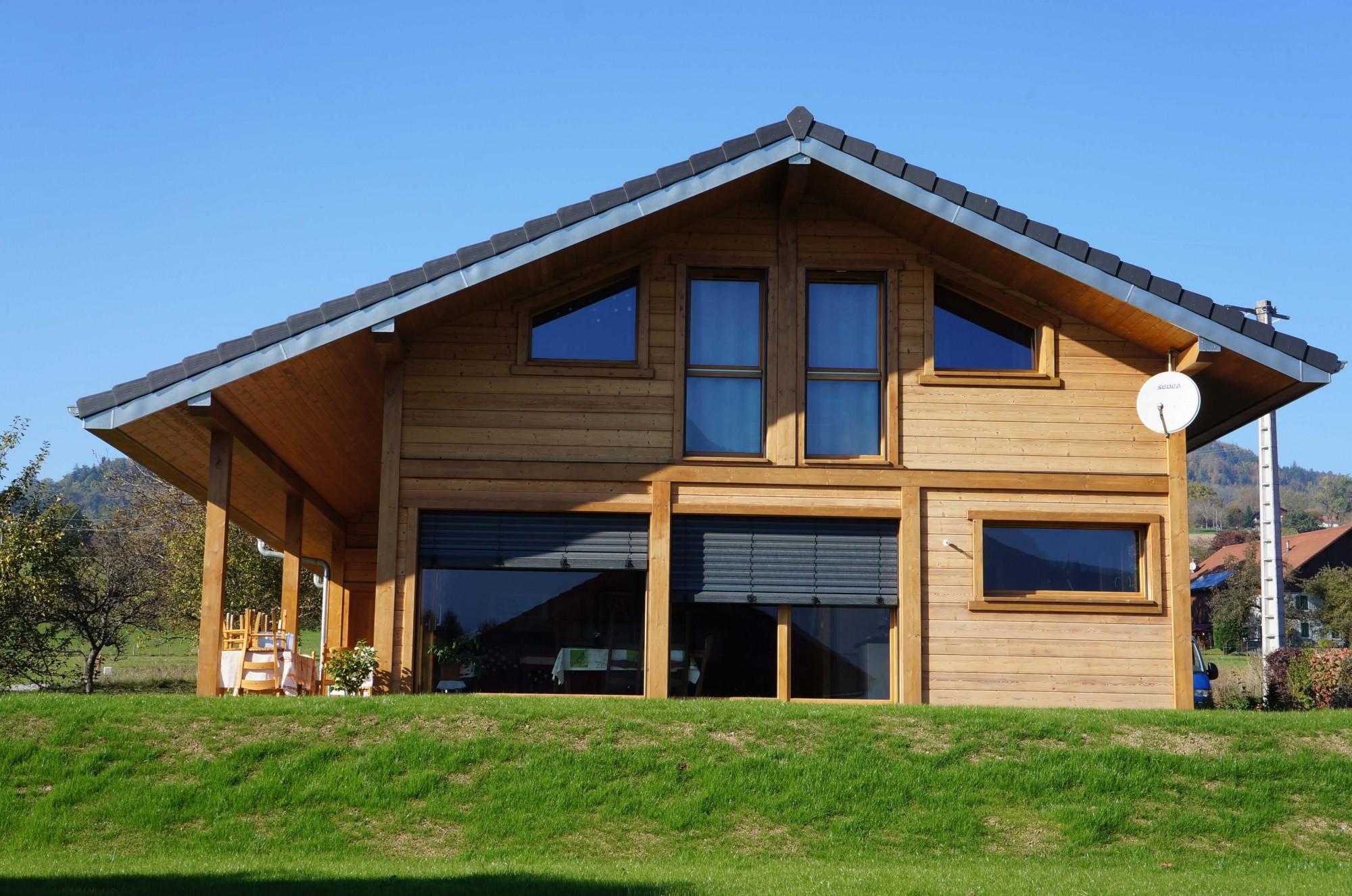 Chalet poteaux poutres bois viuz jolly construction bois for Constructeur de maison en bois poteau poutre
