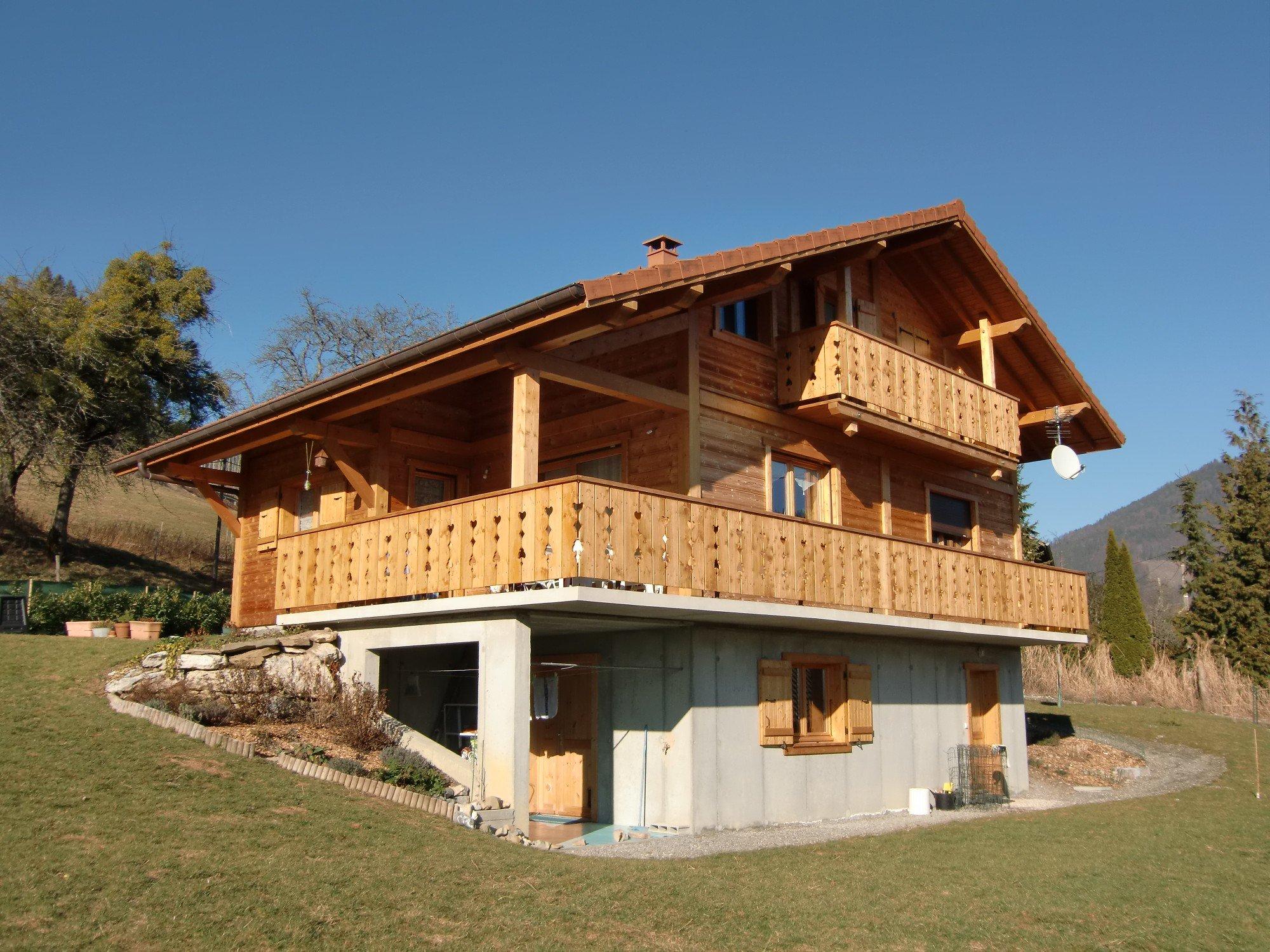 Chalet sur sous sol en vall e verte jolly construction bois for Construction chalet